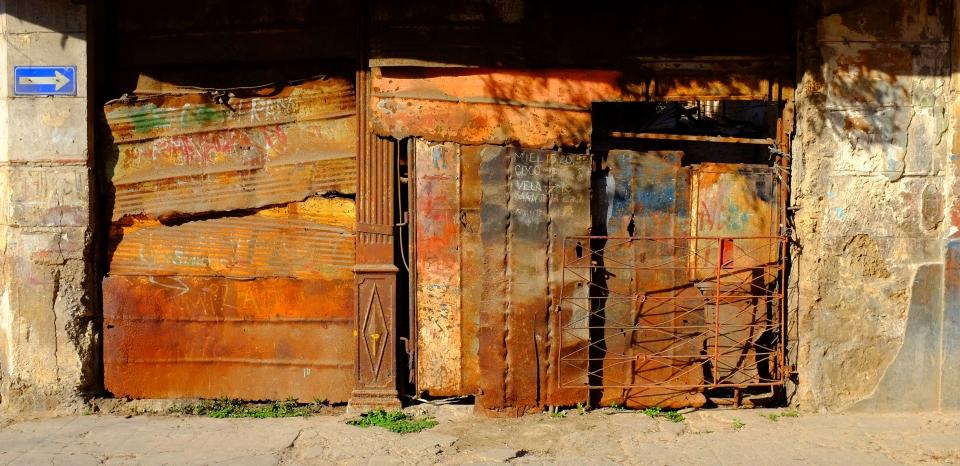 Yann-Deshoulieres-Cuba-La-Havane-Street-House