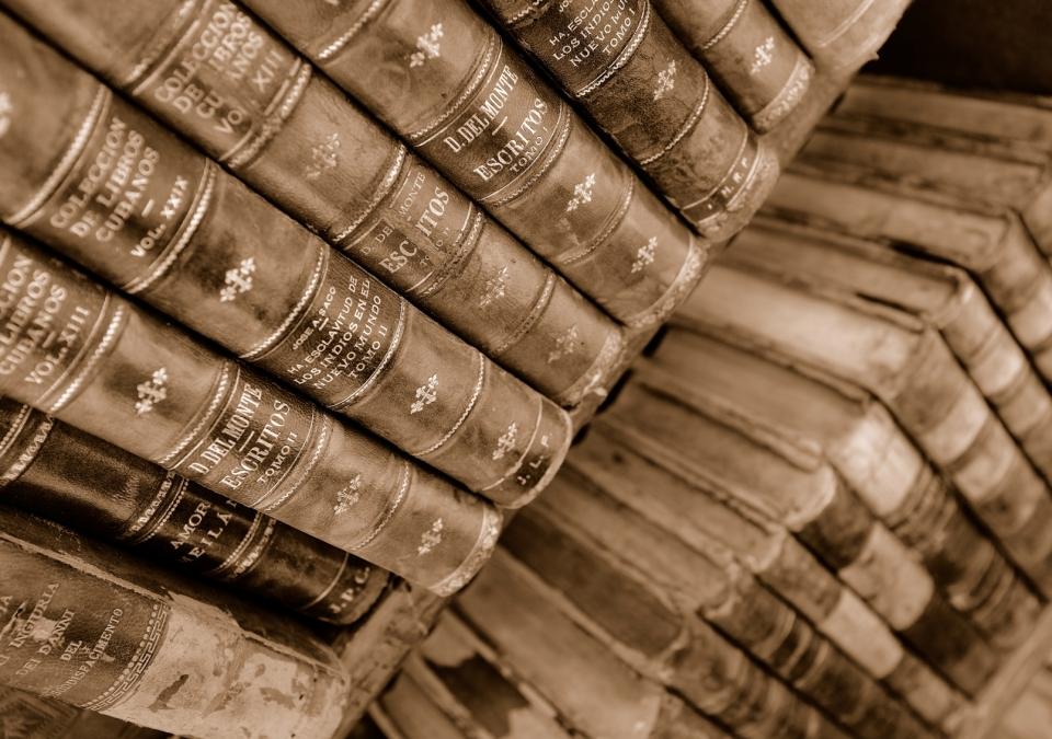 Yann-Deshoulieres-Cuba-La-Havane-Old books-Delmonte